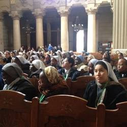 Suore in visita nella Grande Sinagoga