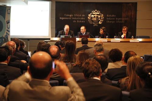 Alorza fotografía a la Mesa Redonda sobre Gobierno Vasco (Socinfo)