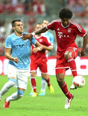 Dante e Negredo Bayern e MAnchester City (Foto: Agência AP)
