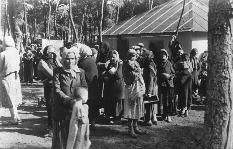 File:Bundesarchiv Bild 183-B12274, Rumänien, Juden im KZ.jpg