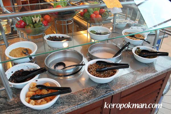 Porridge and condiments