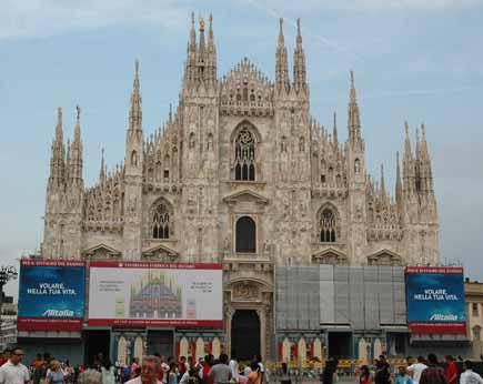 pubblicità Alitalia sul duomo di Milano