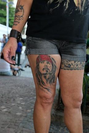 Tatuagens de fã de Johnny Depp (Foto: Andre Freitas e Gabriel Reis / AgNews)