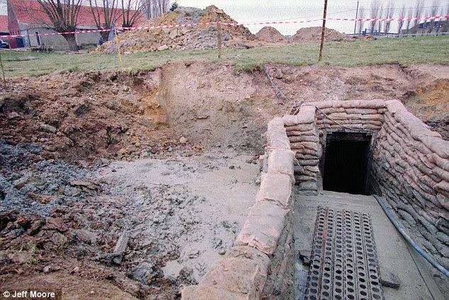 """Discovery: O """"Birdsong túnel 'foi explorada por Jeff Moore e Johan Wanderwalle em 1997"""