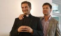 Padre se revela gay, é afastado, e papa reitera visão de que homossexualidade é pecado