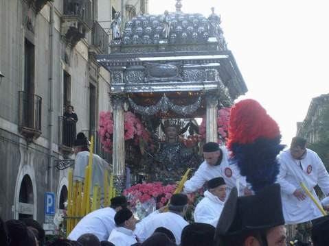 25 Sant'Agata per la città.JPG