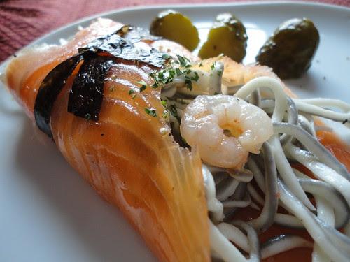 Paquetitos de salmón y gulas