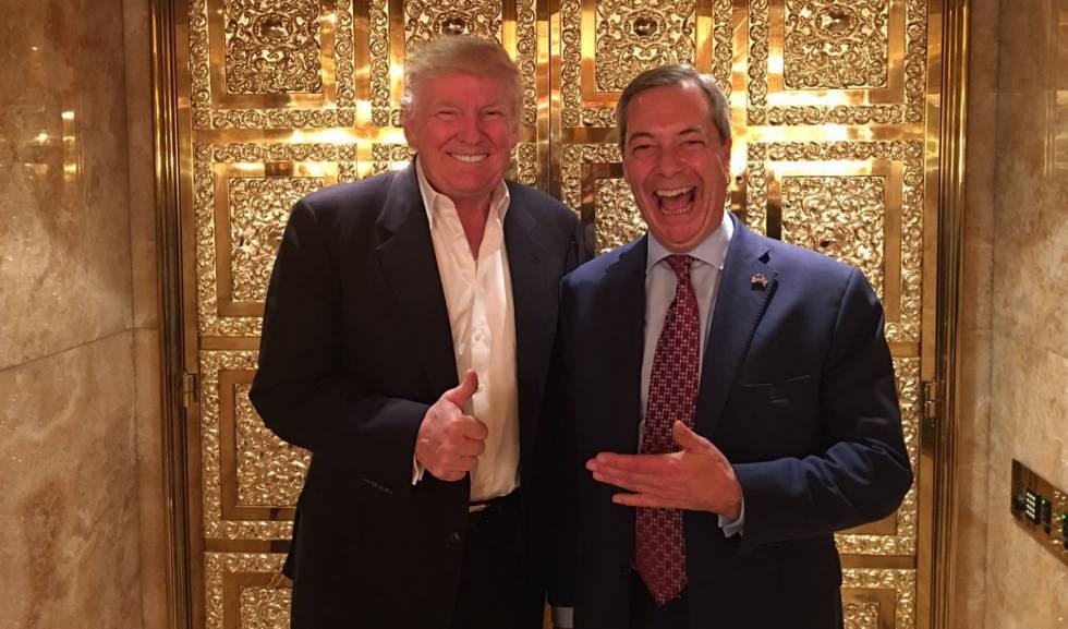 El presidente de EE UU, Donald Trump, con el líder eurófobo Nigel Farage en el edificio Trump, en Nueva York.