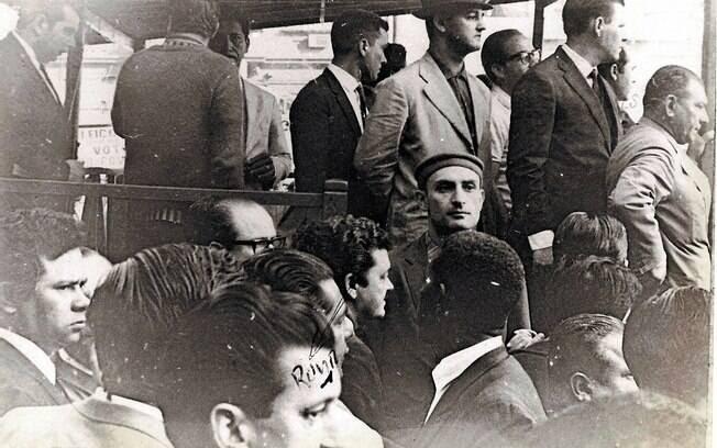 Trabalhadores fazem comício no dia do Trabalho, em 1º de maio de 1968 na praça da Sé, em São Paulo. Foto: Arquivo Brasil Nunca Mais