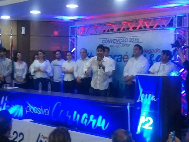 Convenção homologou candidatura de Erick Lessa (PR) - com o microfone, no centro (Foto: Lafaete Vaz/TV Asa Branca)