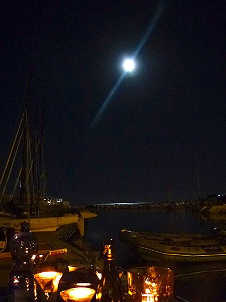 ce soir la lune est belle ...