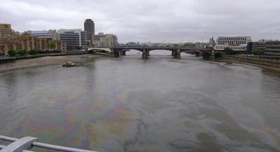 Photo of the River Thames oil slick, London, United Kingdom, taken on 2009-05-07