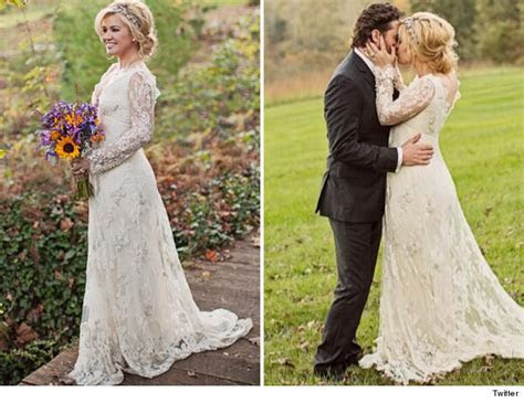 Kelly Clarkson Is Married    See Her Wedding Dress