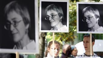 Gedenken an ermordete Journalistin Politkowskaja (picture-alliance/dpa)
