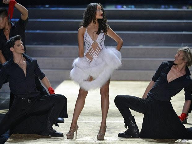 Olivia Culpo desfilou com biquíni avaliado em US$ 1 bilhão (Foto: Alexander Nemenov/AFP)