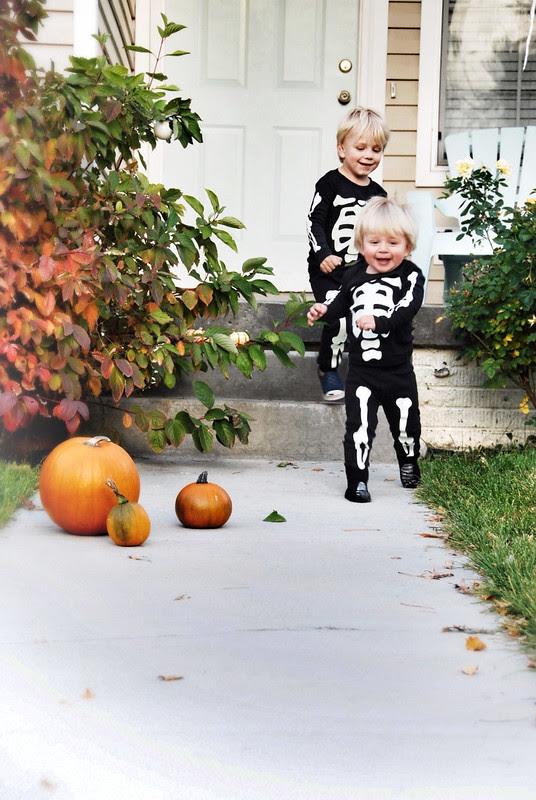 little skeleton costumes that glow in dark