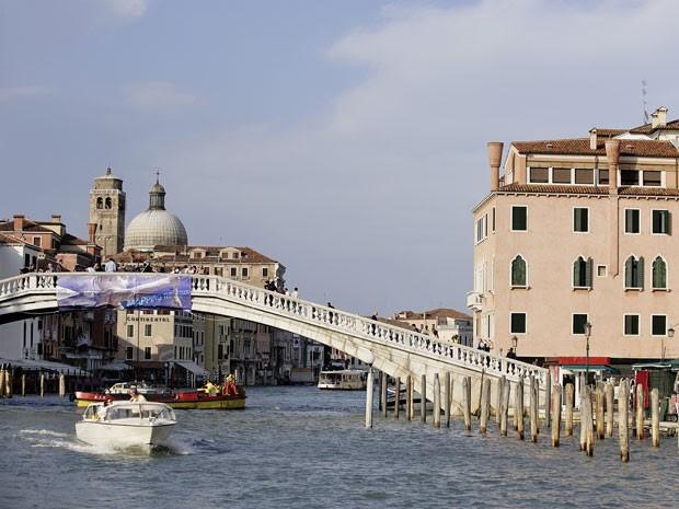 A Ponte dos Descalços, em Veneza, onde um casal de turistas foi flagrado fazendo sexo durante o dia (Foto: Yves Talensac / Photononstop/ AFP)