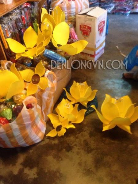 den hoa sen xuat khau e1467032507976 Xưởng đèn lồng Hội An truyền thống xuất ngoại