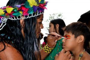 Censo Escolar de 2015, do Ministério da Educação, mostra que pouco mais da metade, 53,5%, das escolas indígenas têm material didático específico para o grupo étnicoDivulgação Prefeitura de Maricá/Fernando Silva