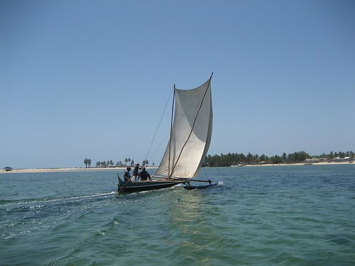 canoe off the wind Belo sur Mer