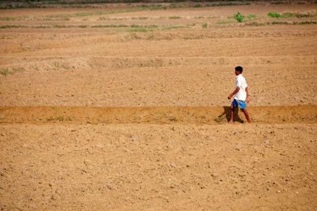 Parched earth has become all too common in arid regions of Sri Lanka. Credit: Amantha Perera/IPS