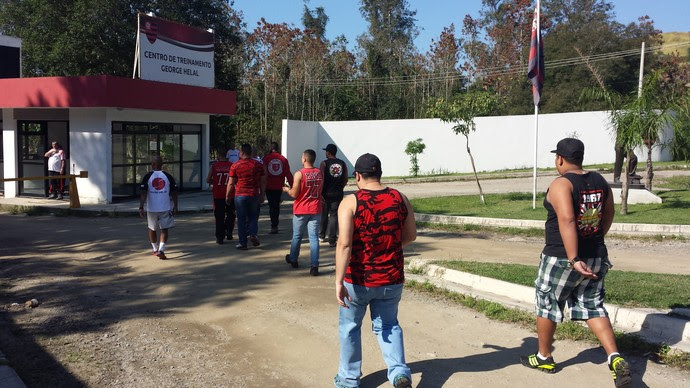 Torcida Flamengo Ninho do Urubu (Foto: Fred Gomes)