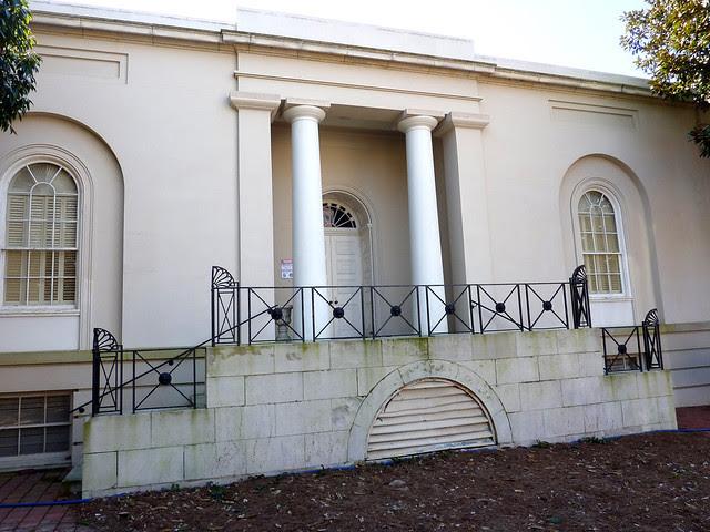 P1000546-2010-02-03-Shutze-Academy-Of-Medicine-North-Facade-Columns-In-Antis