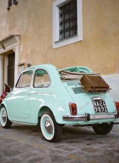 Eu quero que este pequeno carro bonito vintage!