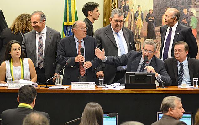 Audiência de comissão da Câmara com a presença de Janaína Paschoal e Miguel Reale Jr.