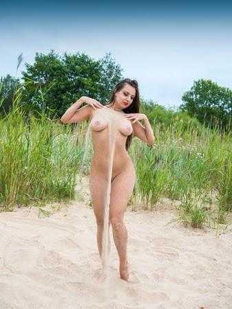 Outdoor Nude Pics - Hot 12 Pics | Beautiful, Sexiest