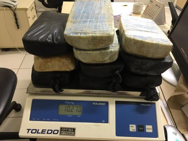 Polícia Rodoviária apreende dez quilos de pasta base de cocaína em Caxias, MA (Foto: Divulgação/PRF)