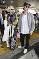 alfie allen jets into lax with girlfriend 04