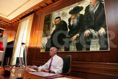 Έβαλε πίνακα με Εβραίους στο  γραφείο του ο πρωθυπουργός!