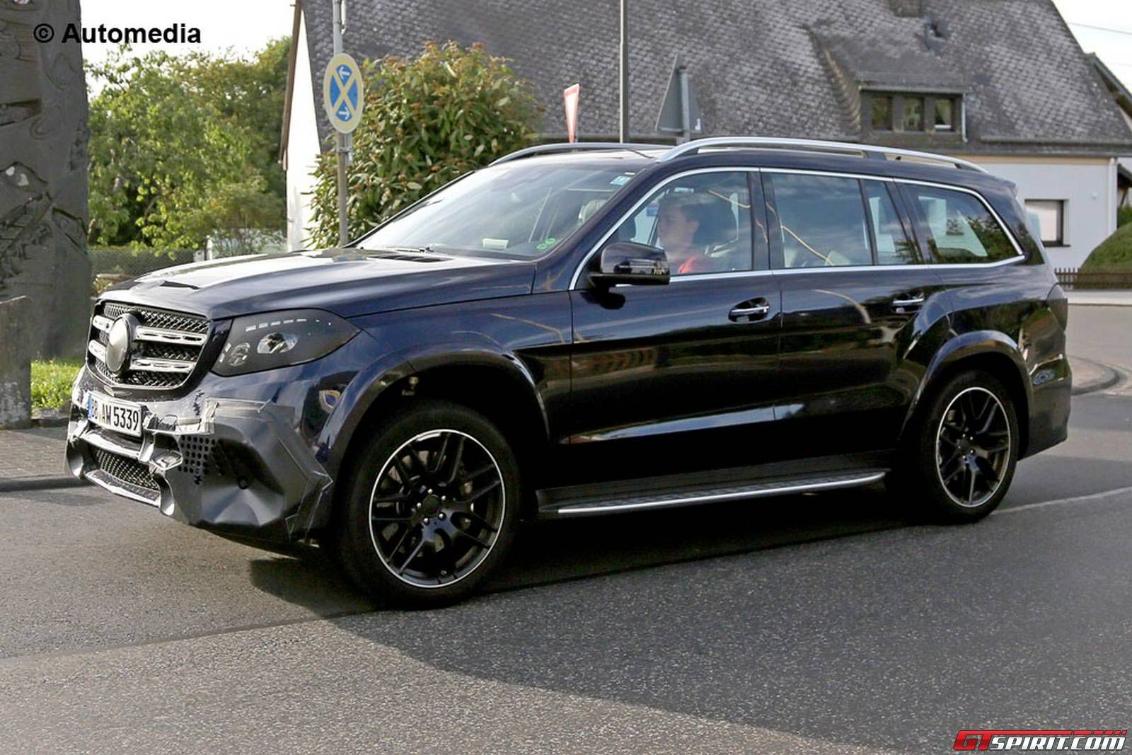 Mercedes-AMG GLS 63 Spied While Being Tested