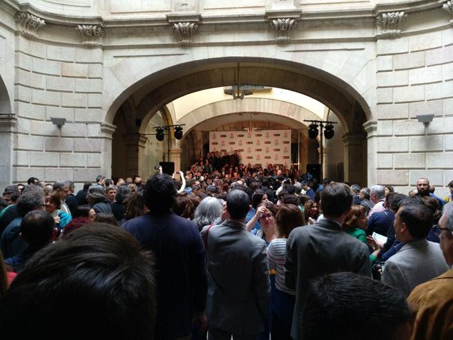 El Palau de la Virreina ha acogido este año por primera vez el desayuno de escritores de Sant Jordi