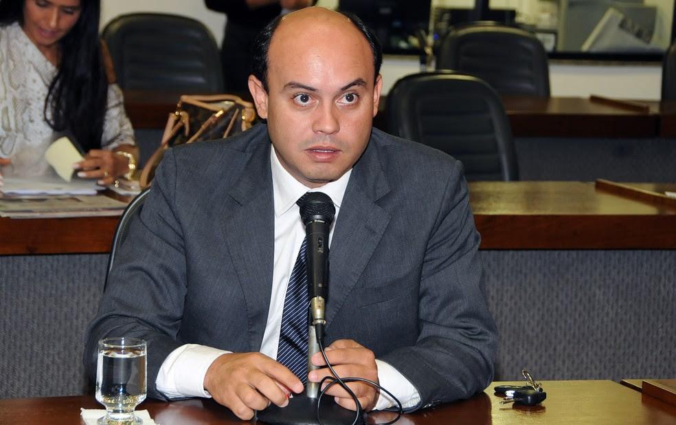 PF encontrou indícios de que membroa da campanha de Sandoval Cardoso usaram jatinho para transportar propina (Foto: Assembleia Legislativa/Divulgação)