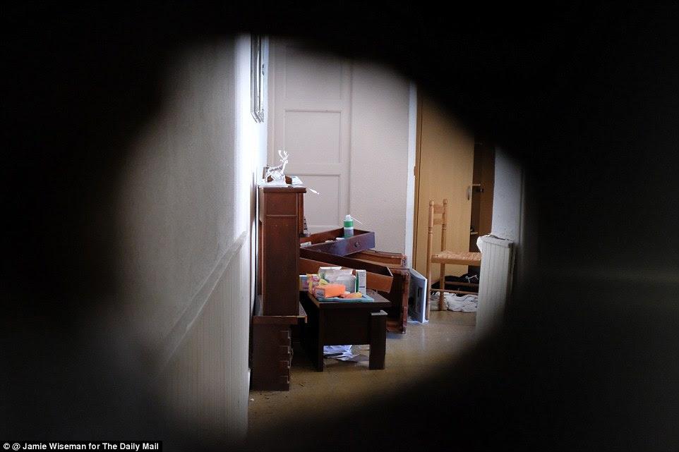 Virou: Oficiais puxou gavetas, passou por armários e testado superfícies na propriedade no norte de Nice hoje