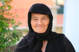 Αποτέλεσμα εικόνας για γιαγιά με μαύρα