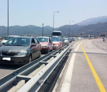 Αλαλούμ και αποκλεισμένοι οδηγοί λόγω της πορείας στη γέφυρα Ρίου - Αντιρρίου