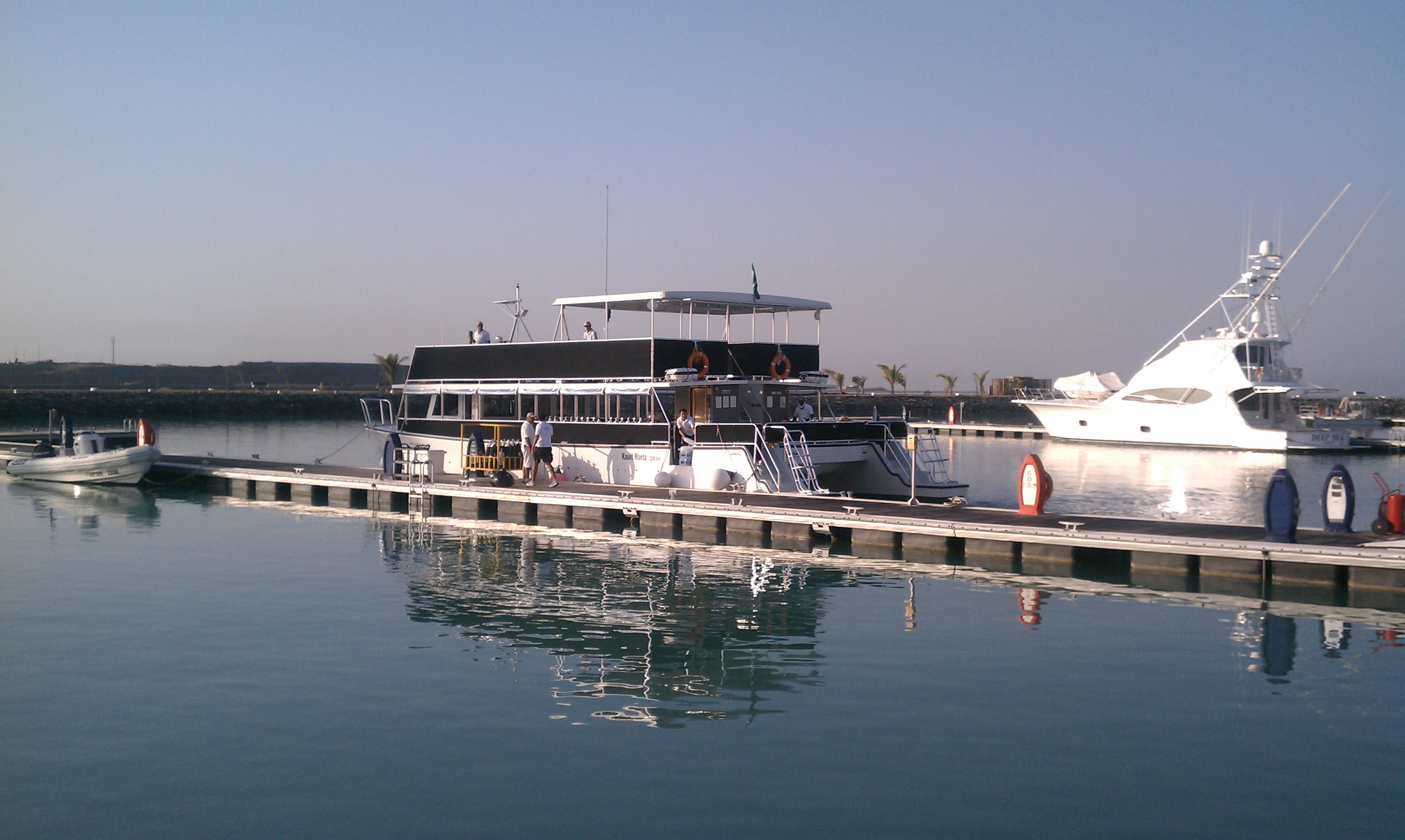File:KAUST pontoon boat.jpg - Wikimedia Commons