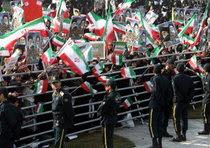 Folla in piazza per l'anniversario della Rivoluzione