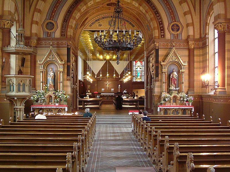 Stockholms katolska domkyrka interior.JPG