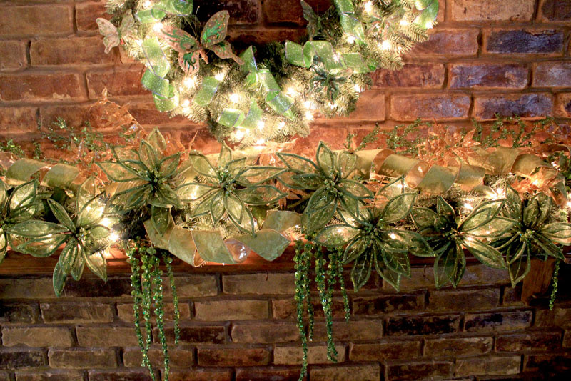 Christmas Mantel Decorating Ideas | Amazing Christmas Ideas