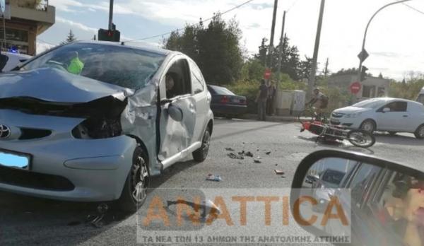 Τρομακτικό τροχαίο με μηχανή στη Νέα Μάκρη! Δεν φορούσε κράνος ο οδηγός! (Φωτο)