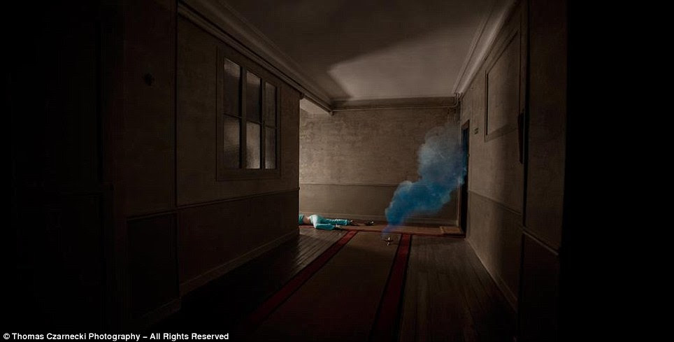 """Será que o gênio fazê-lo?  Uma nuvem de fumo irrompe uma lâmpada mágica pé de distância de outra princesa da Disney em 'Jasmine - One Last Wish """""""