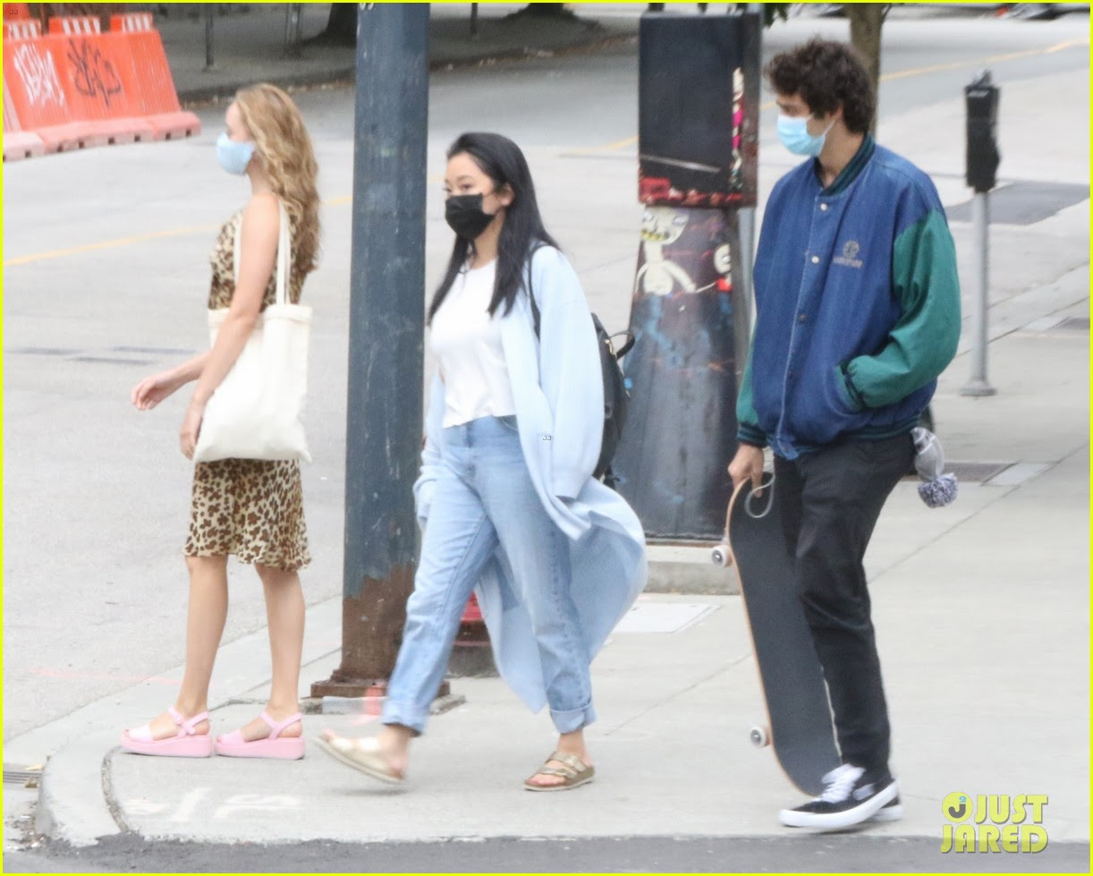Noah Centineo Grabs Lunch With To All The Boys Co Star Lana Condor In Vancouver Photo 4479527 Lana Condor Madeleine Arthur Noah Centineo Pictures Just Jared