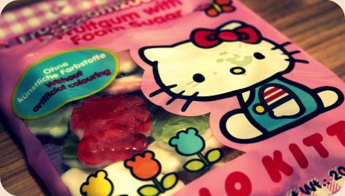 http://i402.photobucket.com/albums/pp103/Sushiina/Daily/hellokitty1-1.jpg