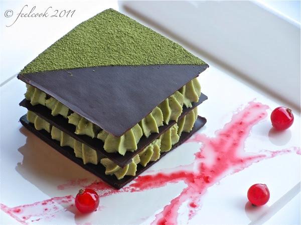 Millefoglie di cioccolato con mousse al tè verde e salsa di ribes