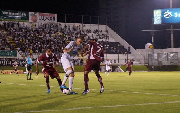 ABC x Desportiva Ferroviária, no Estádio Frasqueirão (Foto: Augusto Gomes)