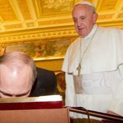 Lo zar bacia l'icona ed è intesa con il Papa